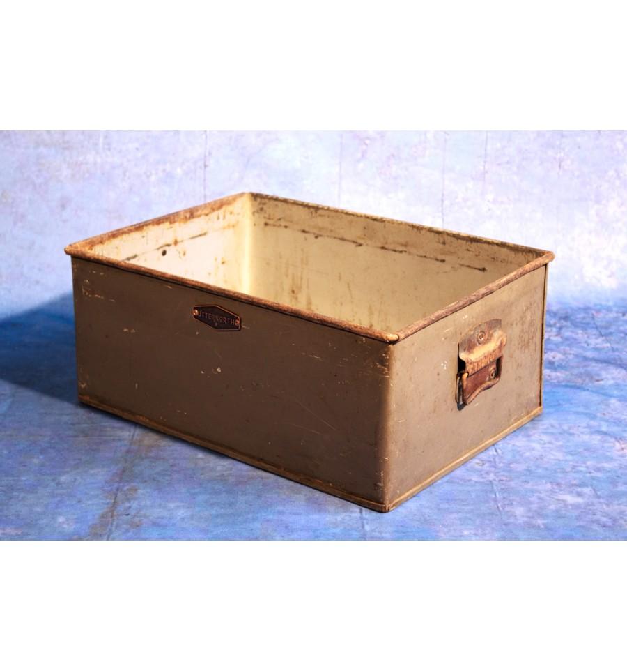 casier d 39 atelier en acier vintage industriel. Black Bedroom Furniture Sets. Home Design Ideas