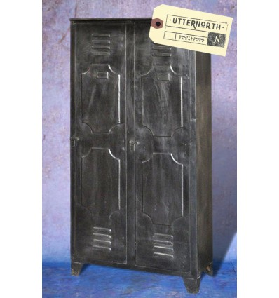 armoire en acier vintage industriel. Black Bedroom Furniture Sets. Home Design Ideas