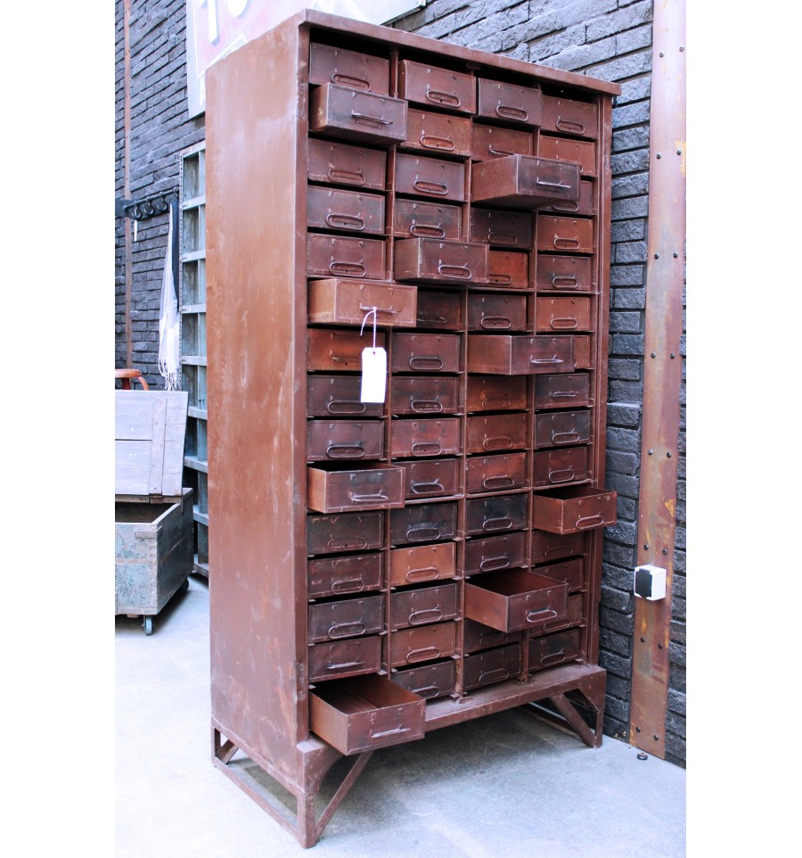 armoire tiroirs en acier vintage industriel. Black Bedroom Furniture Sets. Home Design Ideas